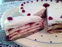 pfannkuchen torte mit vanillequark und preiselbeeren