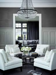 elegantes wohnzimmer interieur graue tapeten weiße möbel