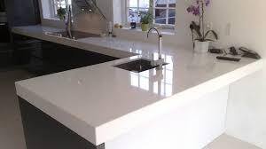 cuisine plan de travail de cuisine moderne clair en quartz