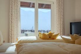 schlafzimmer mit ausblick mk salzburg pr agentur für