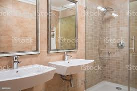 exklusive badezimmer mit dusche stockfoto und mehr bilder badezimmer