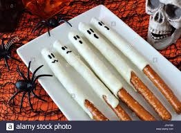 Halloween Pretzel Rods by Spooky Halloween Ghost Candy Dipped Pretzel Rods With Decor Close