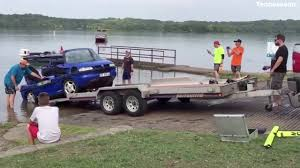 Capsized Amphibious Car Fished Out Of Percy Priest Lake - YouTube