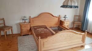 schlafzimmer massivholz bett nachttische schrank kommode