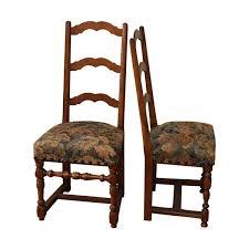 chaises louis xiii paire de chaise de style louis xiii en noyer recouvertes de gobelin