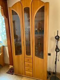 vitrinen schrank massivholz fürs esszimmer