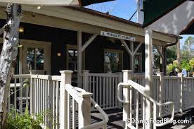 The Deck On Fountainview Happy Hour by Review Updated Menu And Premium Topping Bar At Animal Kingdom U0027s