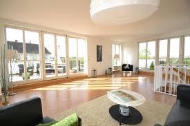 wohnzimmer nach homestaging fensterfront teppich