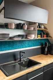 elegante schwarze küche in der trendfarbe 2020 küche
