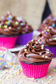 Made Quickly And Easily In Just One Bowl These From Scratch Easy Chocolate Cupcakes Can Be Out Of The Oven Under 30 Minutes Then Ice Them With An