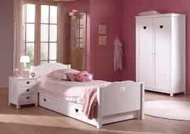lit chambre fille lit chambre fillette emilie pour un style romantique so nuit