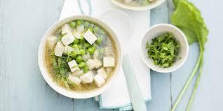cuisiner navets nouveaux soupe miso aux navets nouveaux petits pois et tofu recettes