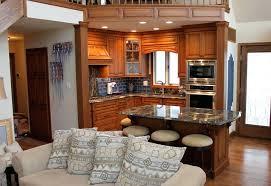 cuisine au milieu de la table avec rangement cuisine cuisine table bar cuisine avec