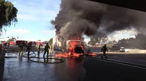 National City: Amazing Video I-805 Semi-Truck Fire 01102017 - YouTube