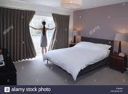 schlafzimmer gardinen grau caseconrad