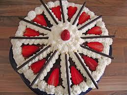 mikado erdbeer torte mit weißer schokolade manu zimbo