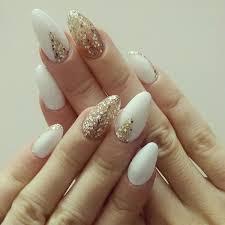 32 Dashing White And Gold Nails