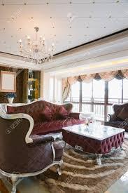das wohnzimmer mit luxus dekoration und schöne möbel