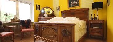 schlafzimmer antik antik la flair antike möbel und