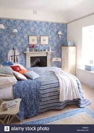 schlafzimmer einrichten blau weiss caseconrad