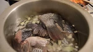cuisine soupe de poisson cuisine soupe de poisson pimenté avec du riz recette ivoirienne