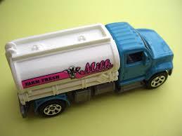 100 Moster Milk Truck Farm Fresh 2019 Matchbox 93100 FYR84 Petrol Pumper For