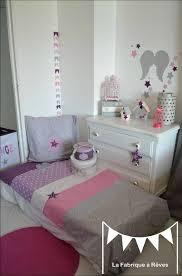 chambre enfant violet décoration chambre bébé et linge de lit parme violet vif et