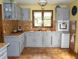transformer une cuisine rustique relooker une cuisine rustique en chne relooker cuisine rustique avec