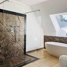 exklusive badezimmer mit naturstein verkleidet as