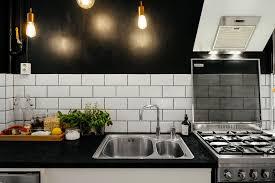 credence cuisine noir et blanc une déco scandinave parfaite mariekke