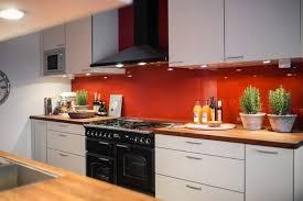 peinture credence cuisine design interieur couleur cuisine armoires blanches crédence