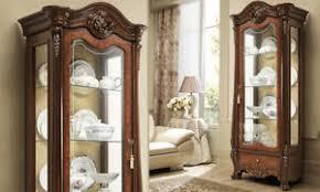 klassische vitrine wohnzimmer schrank nussbaumfarbe holz