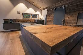 küche beton dunkel mit glas arbeitsplatte kombiniert mit