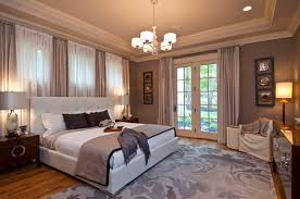 Making The Bedroom Look Cozy And Spacious