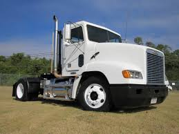 100 Freightliner Select Trucks 2000 FL112 Single Axle Daycab Featured Used