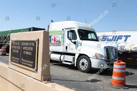 100 United Trucking Truck Crosses Border Between Mexico States Editorial Stock