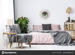 schlafzimmer weiss grau rosa caseconrad