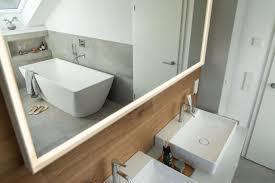 aus alt mach neu renovieren im schrä badezimmer design