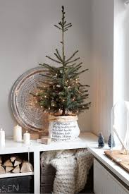 Pre Lit Flocked Christmas Tree Uk by Best 25 Small White Christmas Tree Ideas On Pinterest White