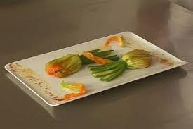 cuisiner fleur de courgette recette de fleur de courgette au chèvre frais et tapenade facile et