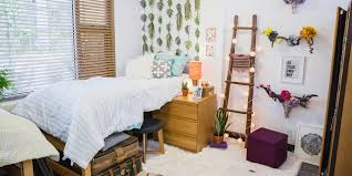 DIY Dorm Dcor Veronica Valencias Super Chic Light Ladder