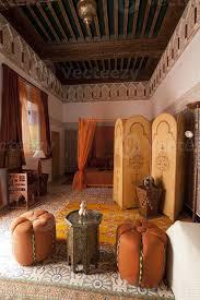 schönes authentisches arabisches schlafzimmer in marrakesch