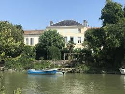 100 River Side House Stunning Spacious Riverside Property With Private Pool Close To Lovely Beaches SaintSavinien