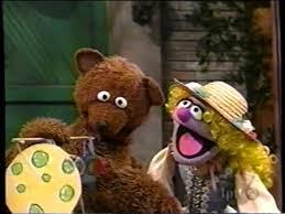 Sesame Street 3711 Baby Bear And Goldilocks Make A Mobile