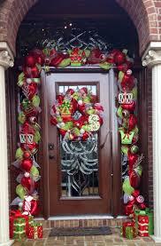 Outdoor Christmas Decorations Ideas Pinterest by Best 25 Christmas Door Wreaths Ideas On Pinterest Diy Door