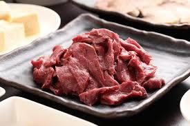 coeur de en pot coeur de boeuf de silced avec le tofu du plat noir dans un repas