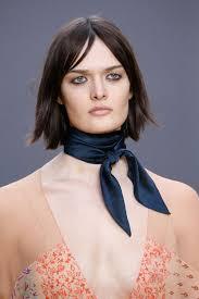 comment porter le foulard ras de cou dress like a parisian