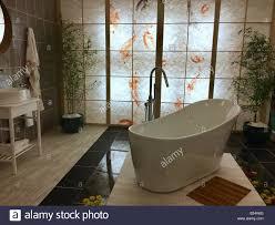 japanisches badezimmer stockfotos und bilder kaufen alamy
