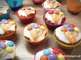 muffins mit luftballon motiv ganz einfach mit smarties