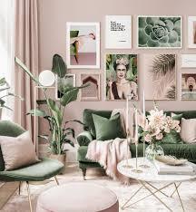 stylische bilderwand rosa wohnzimmer frida poster zitat goldrahmen